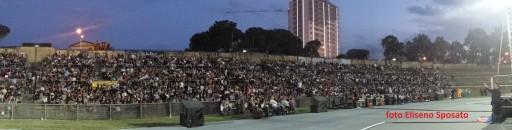 il pubblico di CONZATIVICCI, una della commedie in vernacolo nello stadio Gigi Marulla di Cosenza - 1